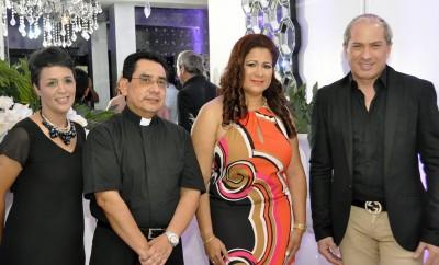 A PRINCIPAL = SOBEIDA MINAYA,PADRE PEDRO FLORES, KAILA MARCANO Y ALEX MACIAS (2) 111