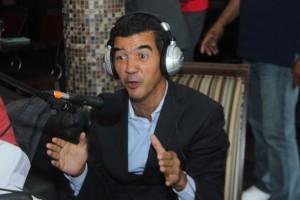 El concejal de la ciudad de Nueva York, Ydanis Rodríguez, participa de dParranda Radio