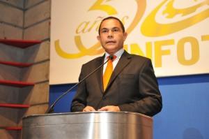 1. Rafael Ovalles al pronunciar el discurso central de la Gala 2