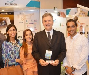 Dr. Gastao Moura junto a asistentes del CONAOD XXI