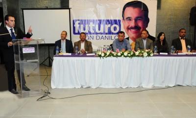 Enmanuel Jover, presidente de Futuro Con Danilo, explica los objetivos de la actividad. 2