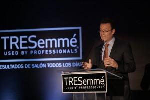 Foto 2 DEMOSTRACIÓN - Fernando Solorzano, gerente de Unilever RD.