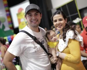Foto 6 - Carlos Morales, Javier Morales y Dina Elías.