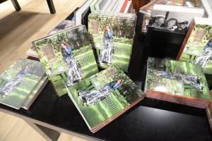 Foto 12 - Varios ejemplares de la nueva publicación.