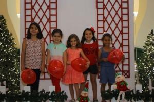Niños y niñas recorrieron el lugar, recibieron globos y compartieron sus deseos con Santa Claus.