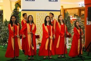 Un coro amenizó la velada con villancicos y canciones tradicionales. 2