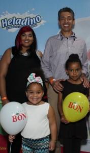 Foto 2 - Lissette Almonte, Luis Fernández Enciso y las niñas Chely Fragoso y Lismairy Sepúlveda.
