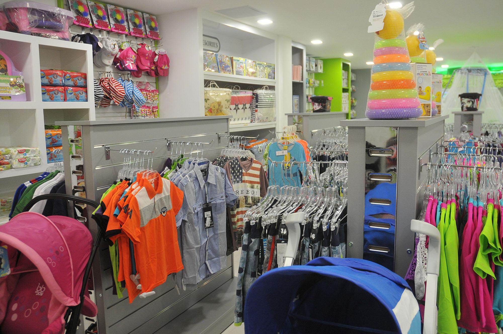 13.- Vista interior de la tienda