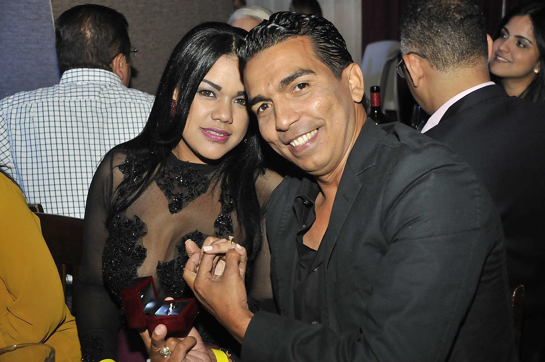 Jose Rodriguez le pide matrimonio a Miosotis de la Cruz en Concierto de Pavel Nuñez en HRCSD