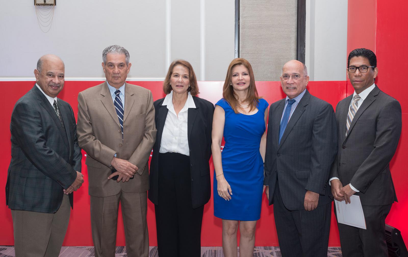 foto 14.Rafael A. Lantigua, Jose Puello, Tamara Frankenberg, Nancy Velazquez de Florentino, Luis Canela y Jose de Jesus