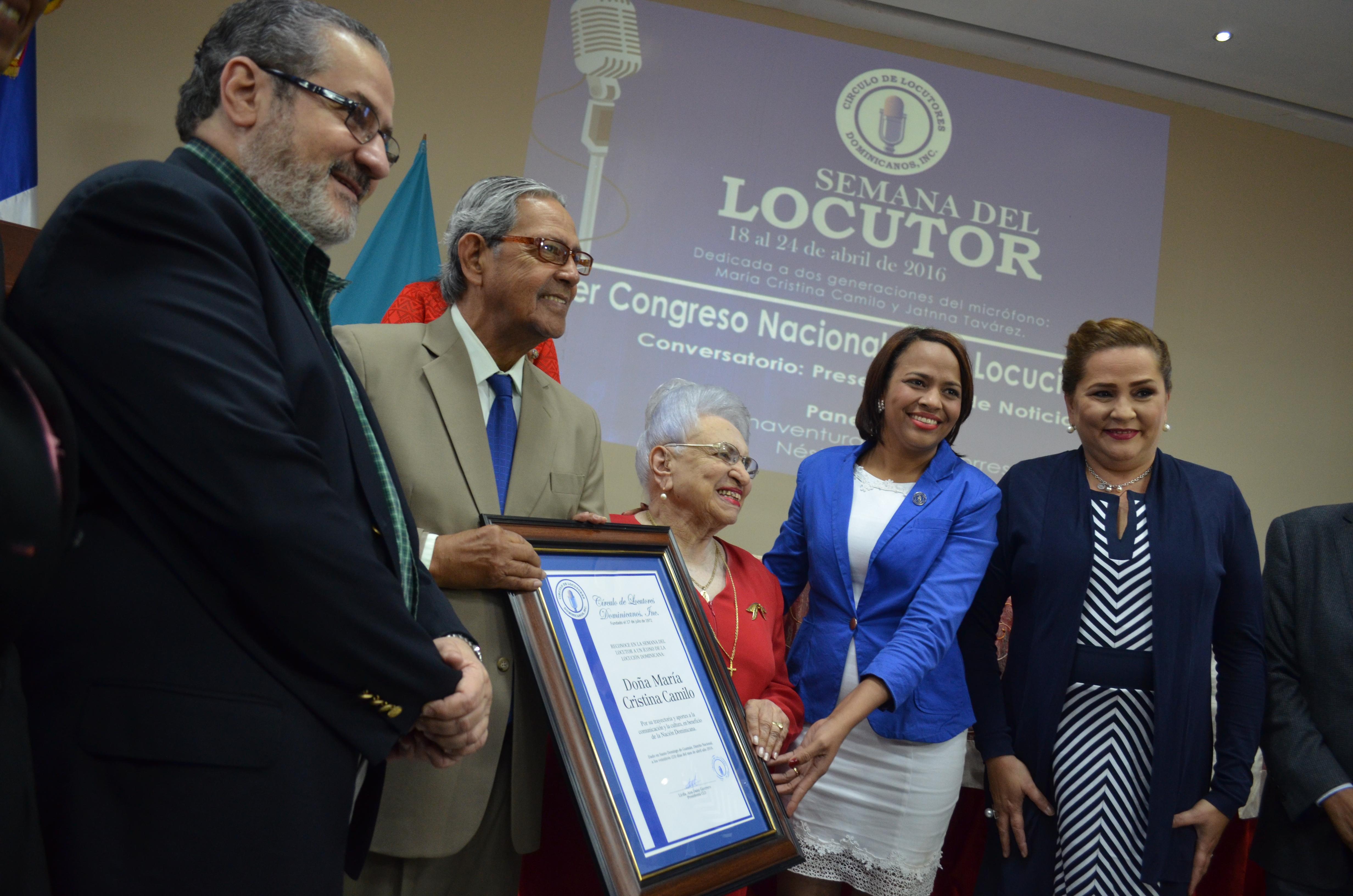 CLD Reconoce a Maria Cristina Camilo y Jatnna Tavarez.