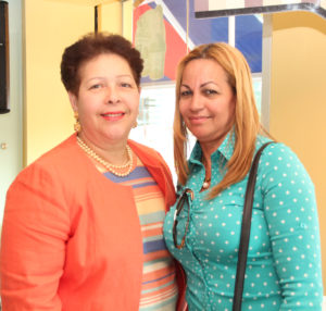 Foto 3 - La alcaldesa Josefina Camilo y Noelia Williams.