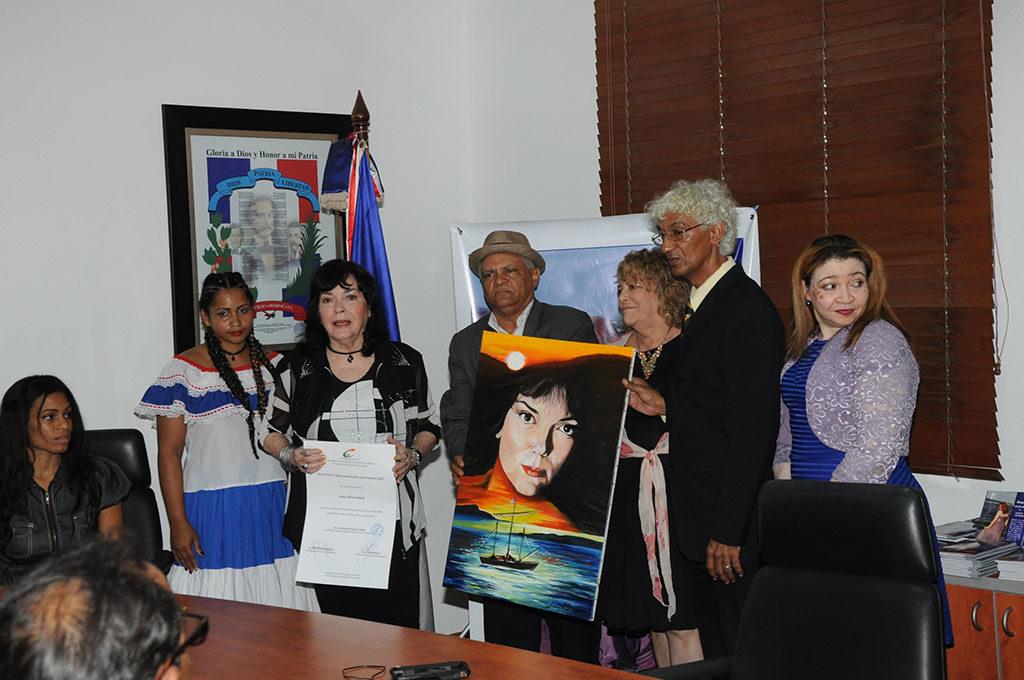 Luisa María Güell recibe reconocimiento