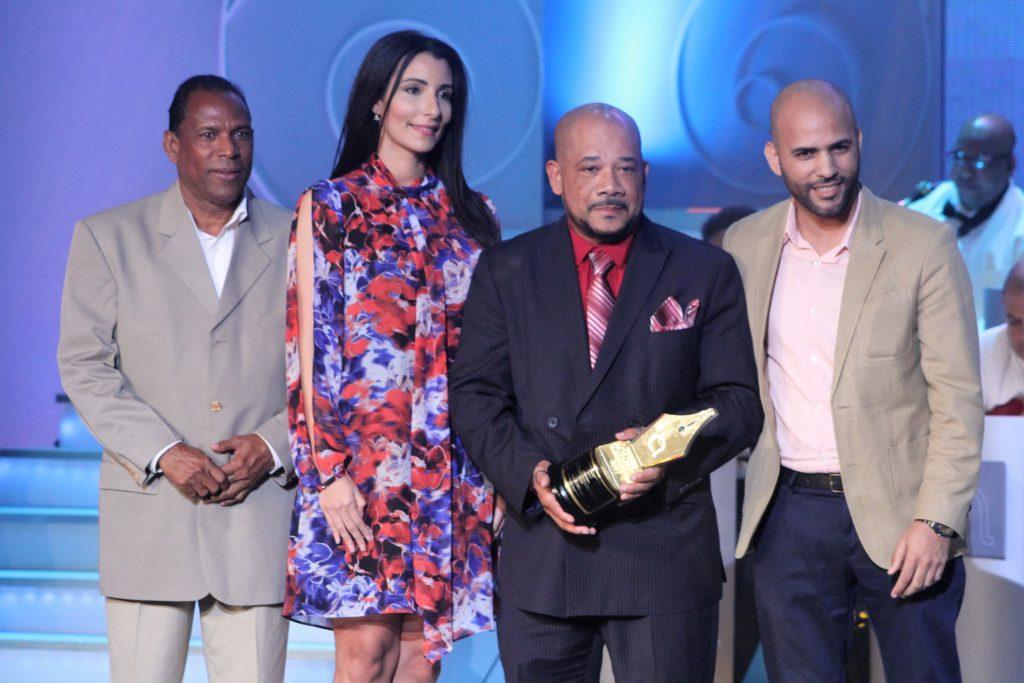 Premio al Merito para Arturo Linares