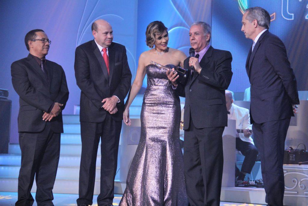 Premio al Merito para Carlos Cepeda Suriel