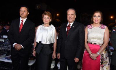 Edgar Mejía, Lucía Medina de Mejía, Reynaldo Pared Pérez junto a Ingrid Mendoza de Pared_