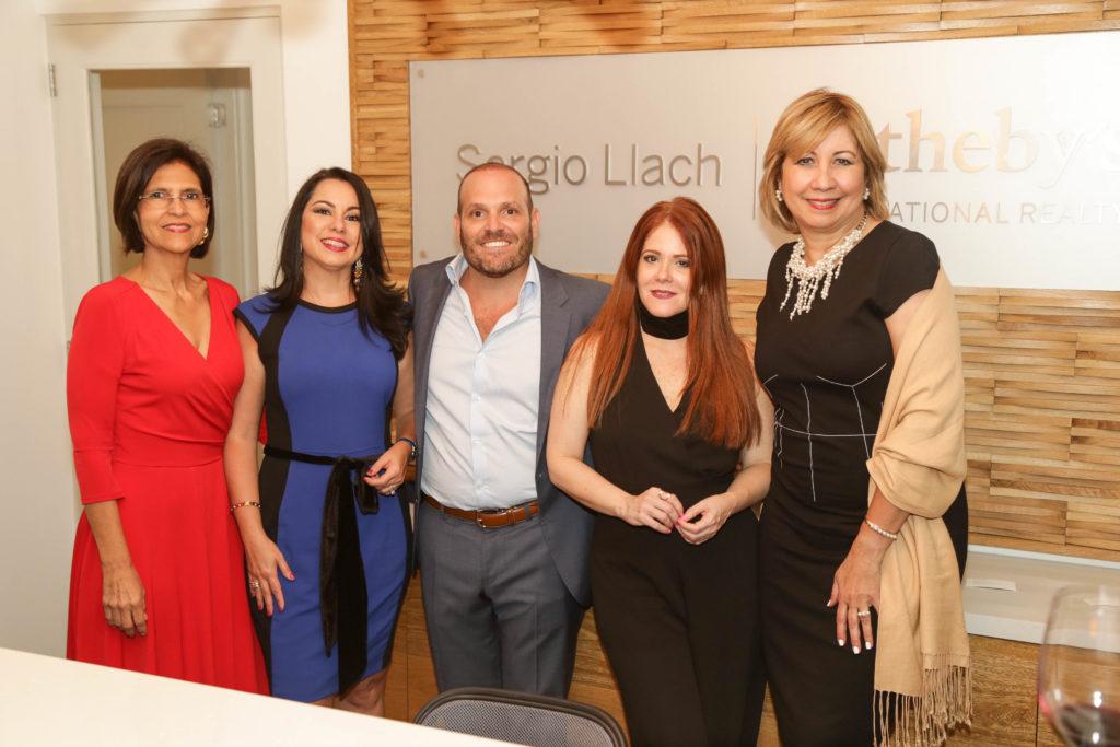Mayra Gonzalez, Sandy Pou, Sergio Llach, Helen Brache y Evelyn Chamah