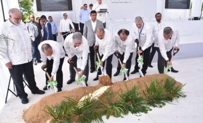 Juan Rodri_guez Nina, Rube_n Bichara, Roberto Camino, Presidente Danilo Medina, Miguel Feris Chalas, Gonzalo Castillo y Carlos