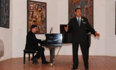 Frank Lendor Baritono con su magistral voz emociono al selecto público asistente.