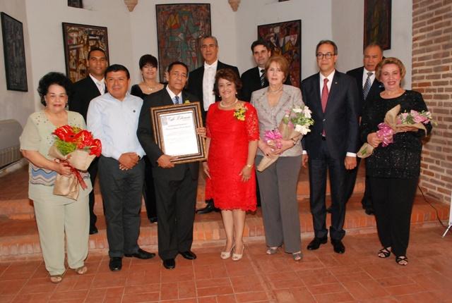 DSC_0188 Frank Lendor junto a los miembros de la compañia de Cantantes Liricos. Veronica Sencion, Jose Marmol, Arva Ojeda, Leyla Perez