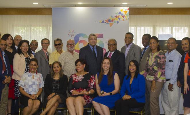 El Director Gral de CERTV, Ramon Tejeda Read junto a algunos de los invitados al encuentro