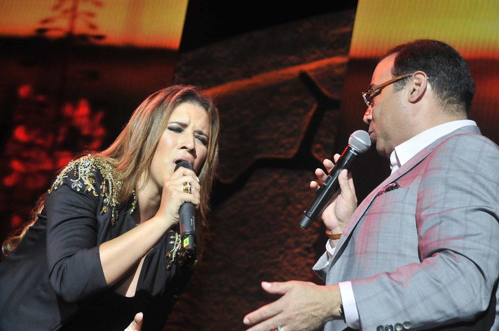 Nathalie Hazim y Gilberto Santa Rosa en escena