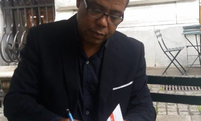 firmando un libro en USA