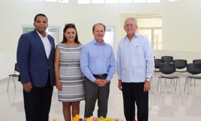 Izda. Franklin Guerrero, VP Desarrollo Project HOPE, Teresa Narváez, dir. Ejecutiva Project HOPE, Thomas Kenyon CEO Project HOPE