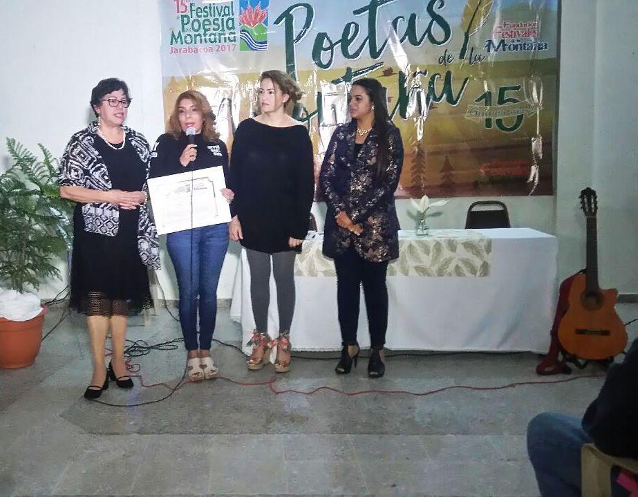 Reconocimiento a TELEVER Canal 12 Taty Hernández, Jacqueline Sierra, Yolanda Ramírez, Yilenia Cepeda