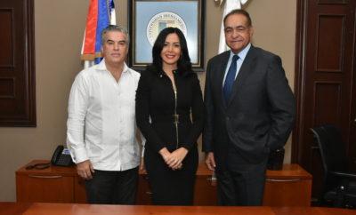 Ing. Edmundo E. González, Arq. Yermys Peña y doctor, Julio Amado Castaños Guzmán