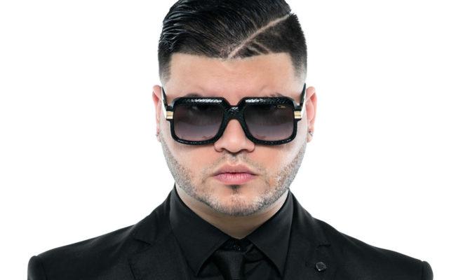 Corte de pelo de farruko de perfil