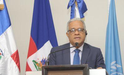 El Ministro de Salud se dirige a los presentes