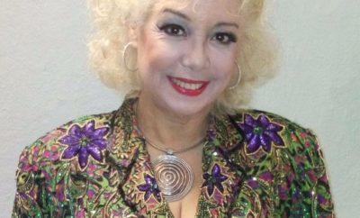 La omunicadora Julie Carlo.