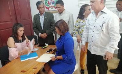 Nadia Andújar inscribe precandidatura a regidora por la capital