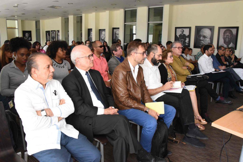 Intelectuales y poetas dominicanos en el Festival de Poesía